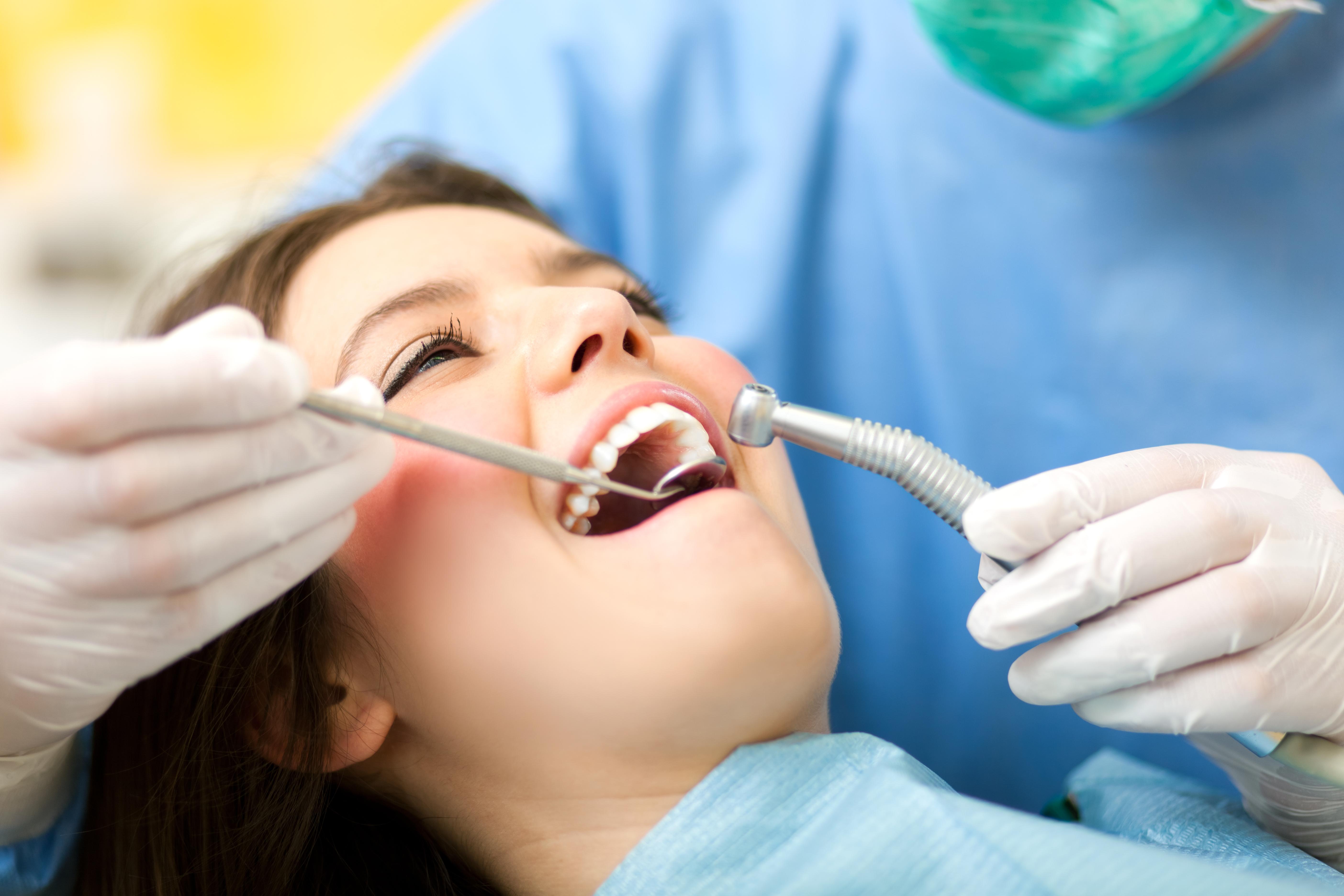 Med lokalbedøvelse og eventuell sedasjon får du en mer behagelig tannlegeopplevelse.