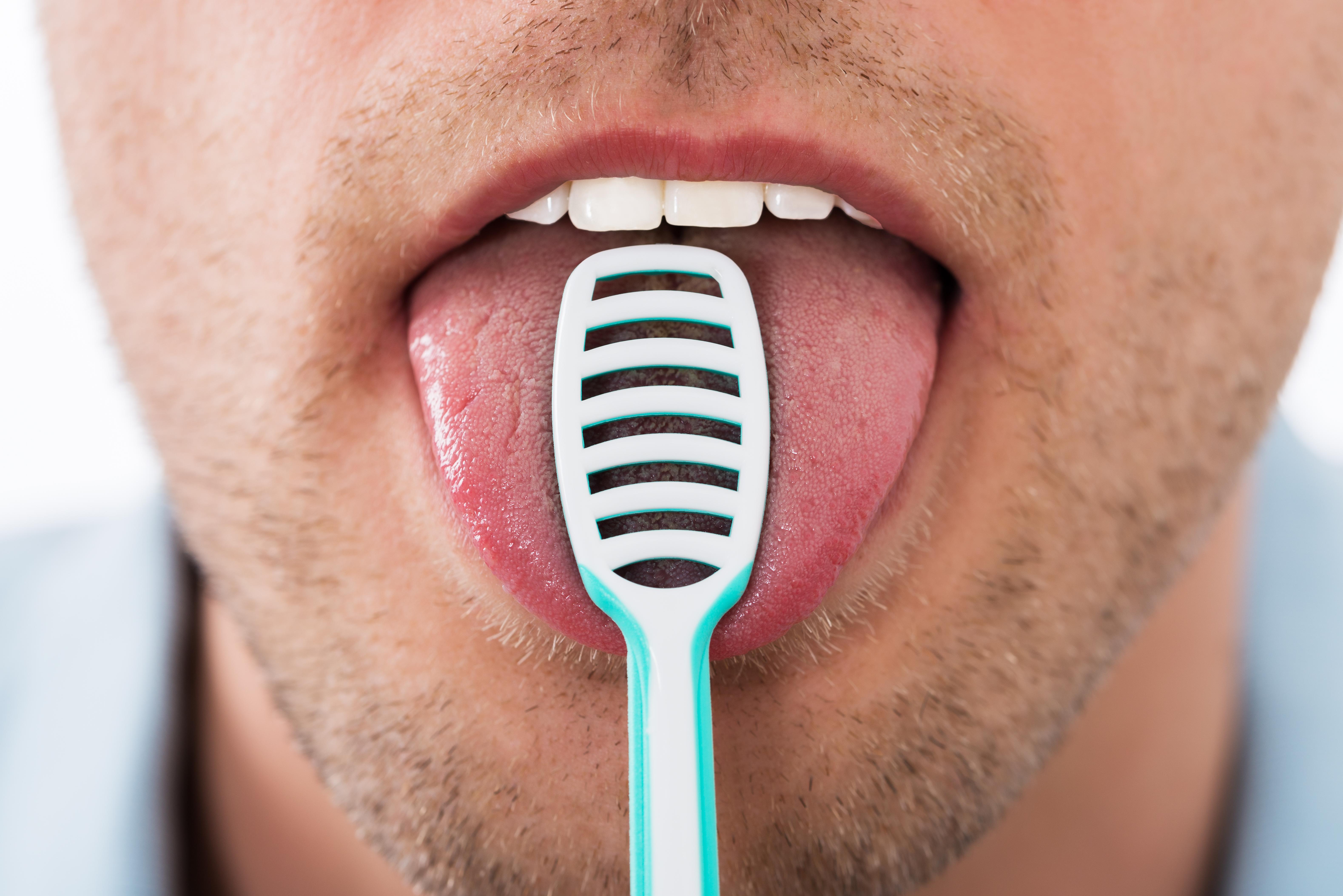 Kontroll av spyttkjertler i forbindelse med dårlig ånde som skyldes lavere spyttproduksjon.