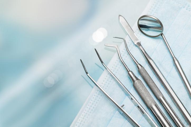 Erfarne tannleger står for trekking av visdomstenner.