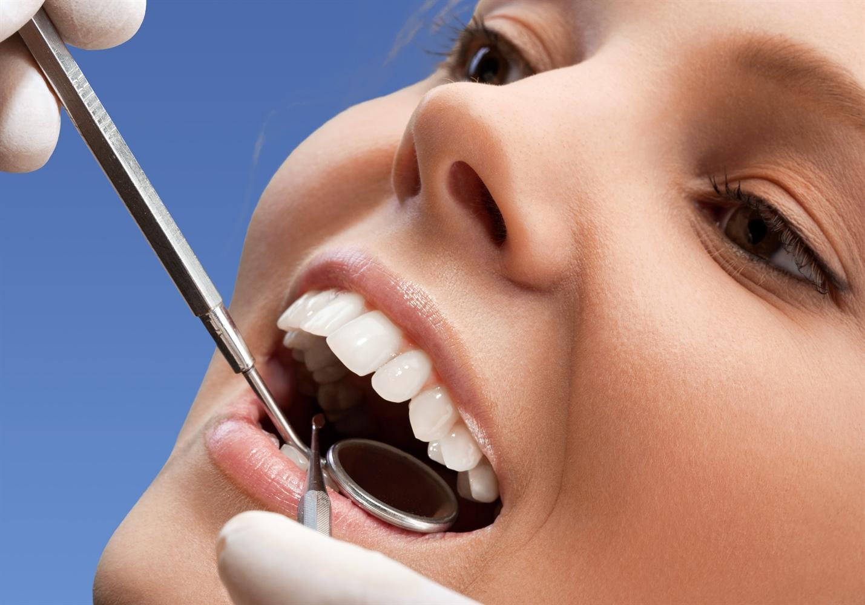 Etter behandling av knekt/skadd tann.